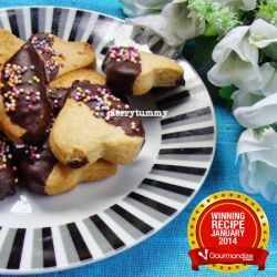 1st Prize Recipe - Vanilla heart cookies dipped in chocolate