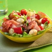 Mozzarella, tomato and apple salad