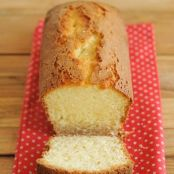 Yoghurt cake with a zest of lemon