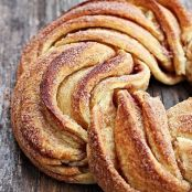 Cinnamon twisty bread