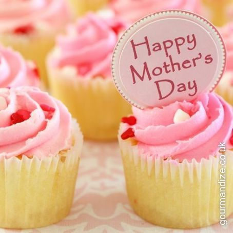 Mother's Day Vanilla Cupcakes