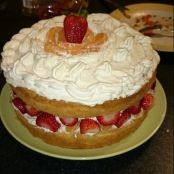 Sponge cake with fruit