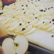 Apfel-Streuselkuchen (German Apple Crumble Cake)