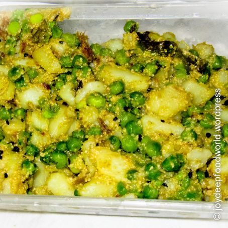 Aloo Motor Posto (Potato with Peas and Poppy seeds)