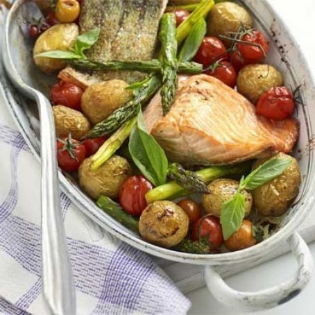 One-pan salmon with roast asparagus