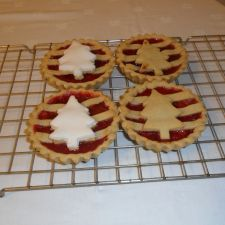 Cranberry and apple Christmas pie
