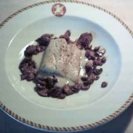 Pan-fried cod, mushrooms with almond, parsley and garlic, with a white sauce