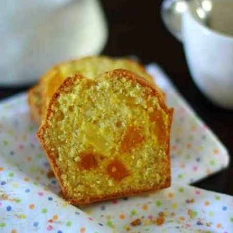 Caramelised pineapple cake with saffron