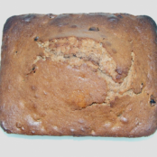 Festive raisin and rum cake
