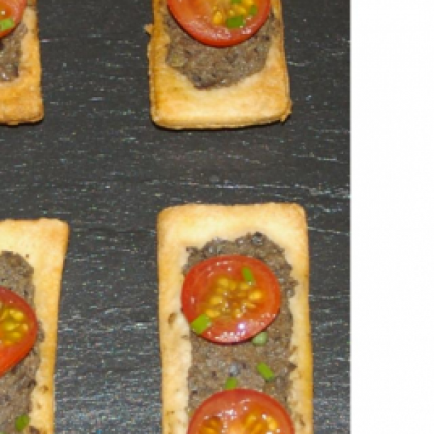 Tartlets with tapenade and cherry tomatoes
