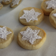 Christmas shortbread with almonds