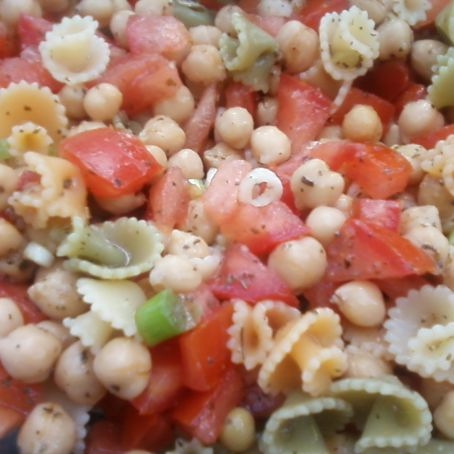 Chickpea pasta salad with basil