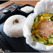 Steamed salmon in foil, courgettes & peppers