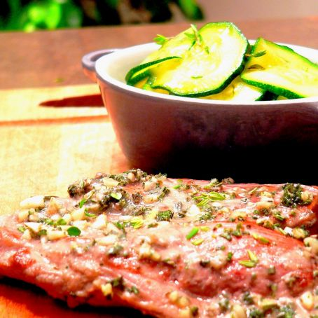 Lamb steaks in the Roman fried zucchini with thyme