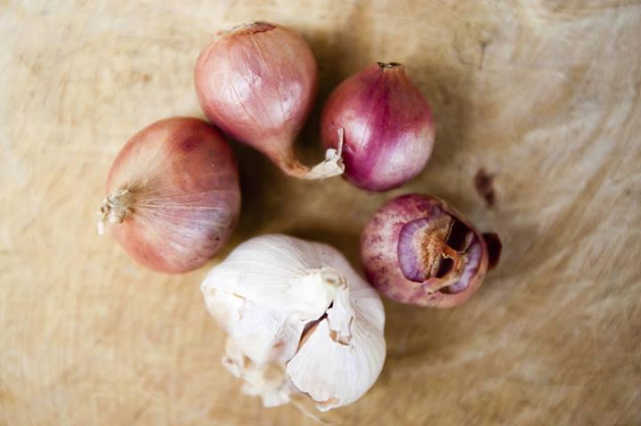 onion tears Nobody enjoys crying and if you're trying to get dinner ready, unwanted tears can be quite distractng i'm talking about those burning, itchy, running eyes caused by cutting onions.