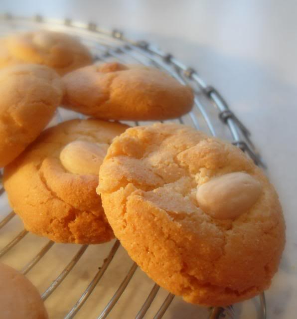 Recipe: Almond Macaroons, rated 4.2/5 - 19 votes Almond Macaroons Recipe Uk